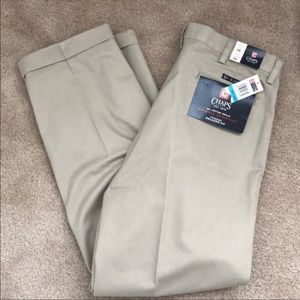 NWT Men's Chaps Pleated Relaxed Fit Khaki Pants